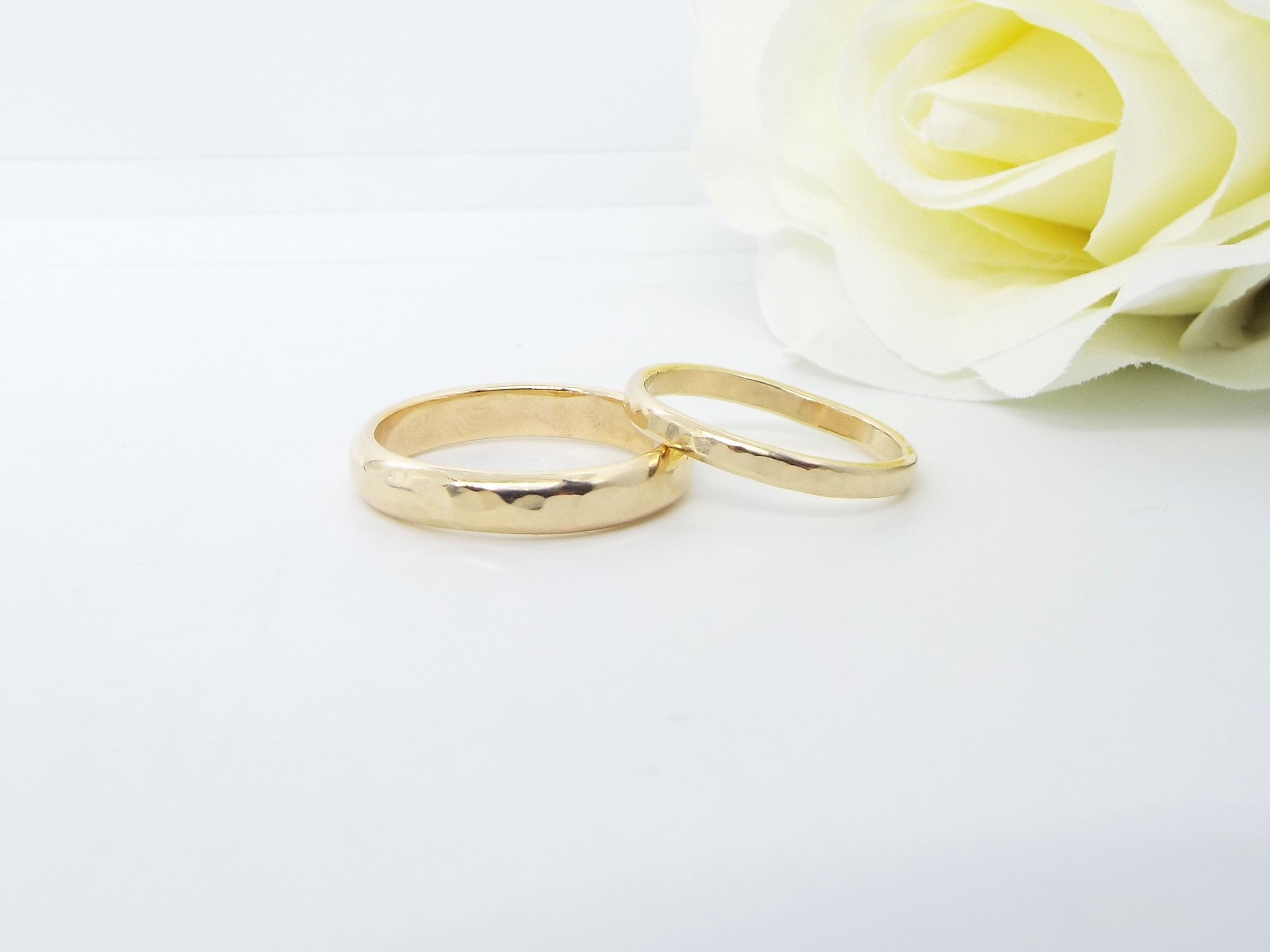 Hammered Gold Wedding Ring Set