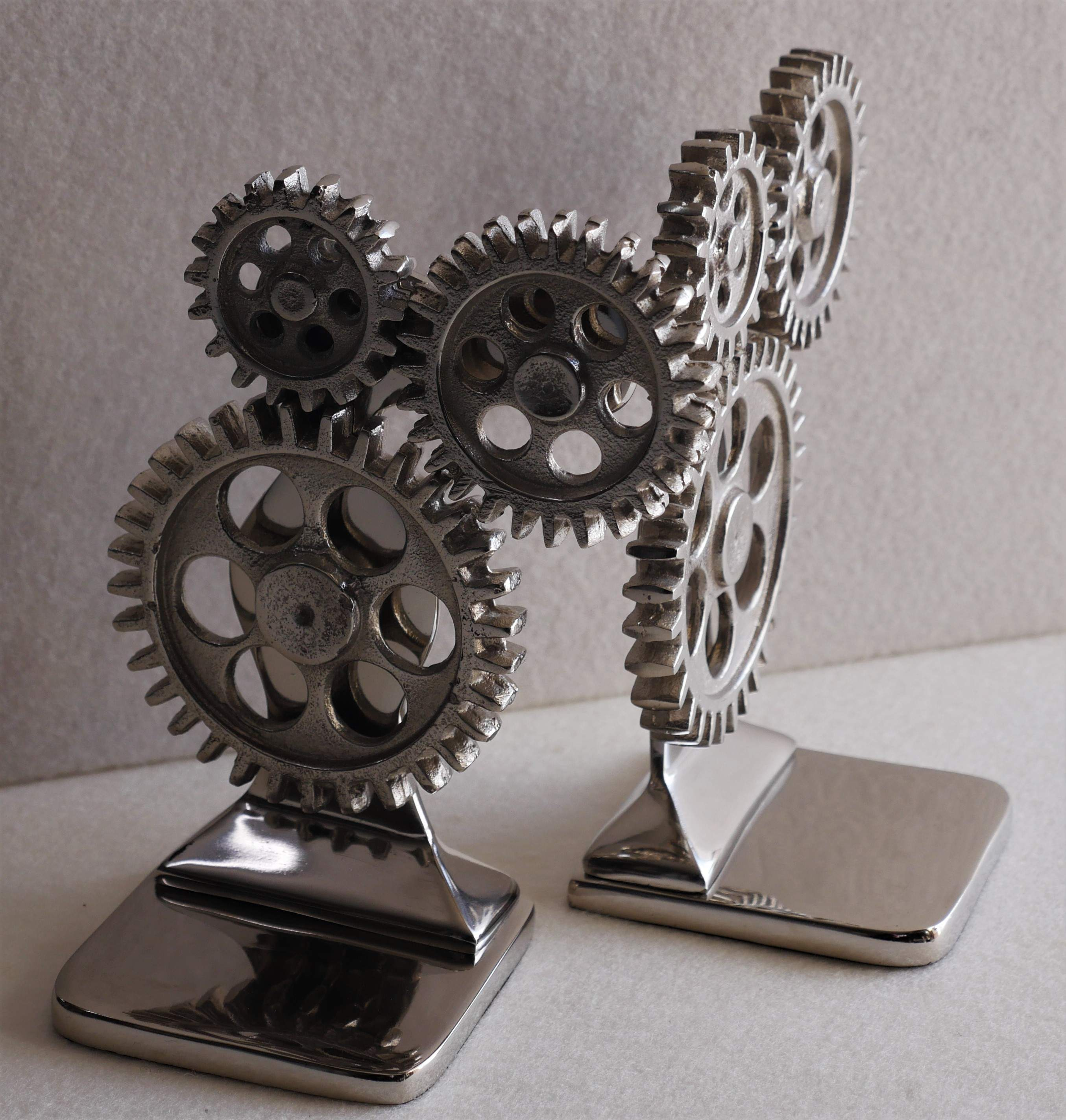 Metal cogwheel design bookends
