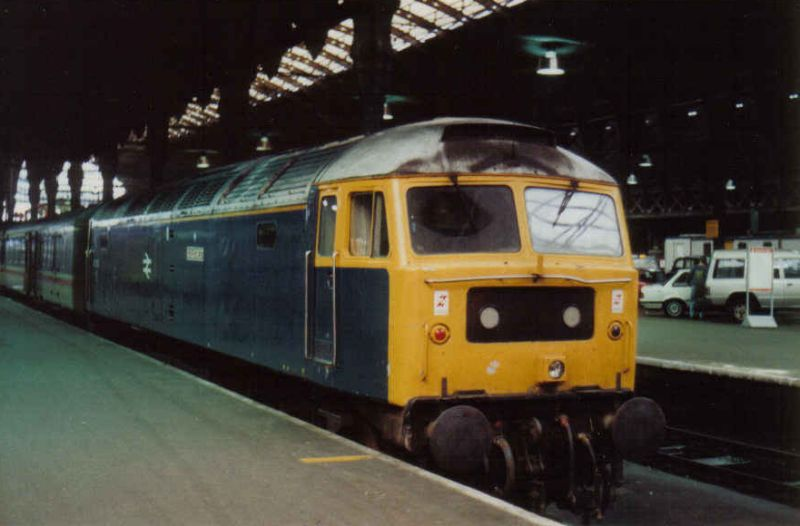 47105 at Paddington in late December 1991, having arrived with an ECS (N Antolic)