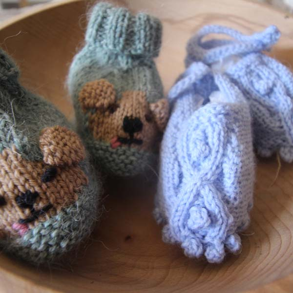 Knitting pattern - 2 pairs of bootees