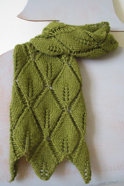 Knitting pattern - trailing leaf scarf