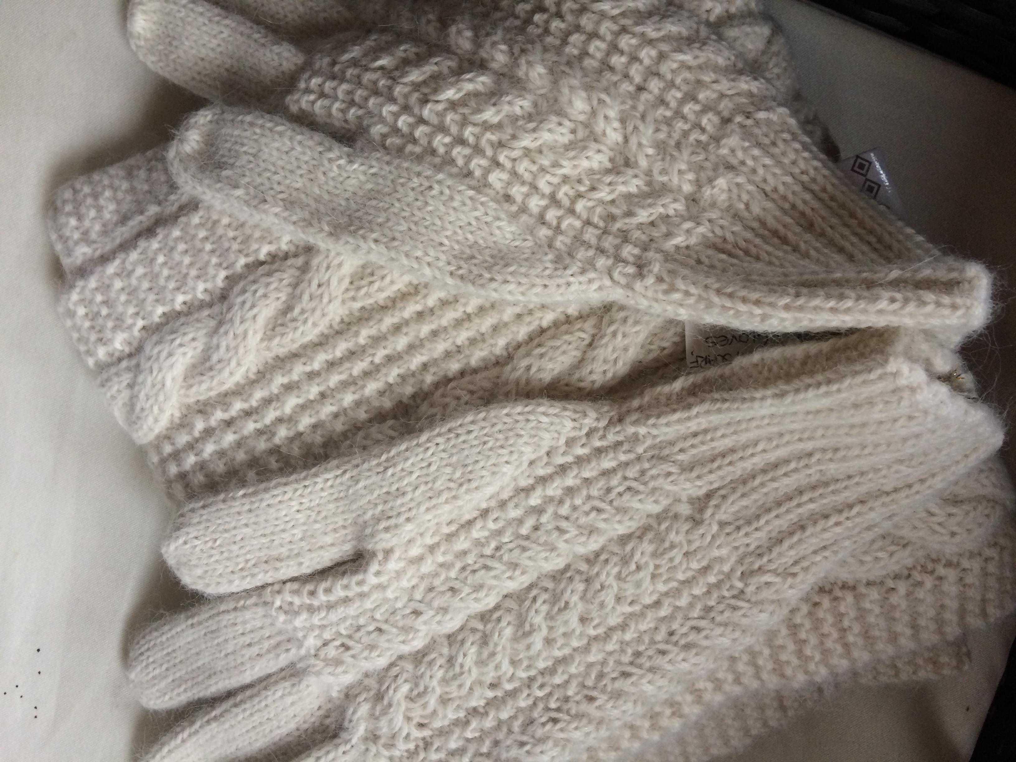 9f960b723ed Classic Cable Knit Alpaca Gloves Set