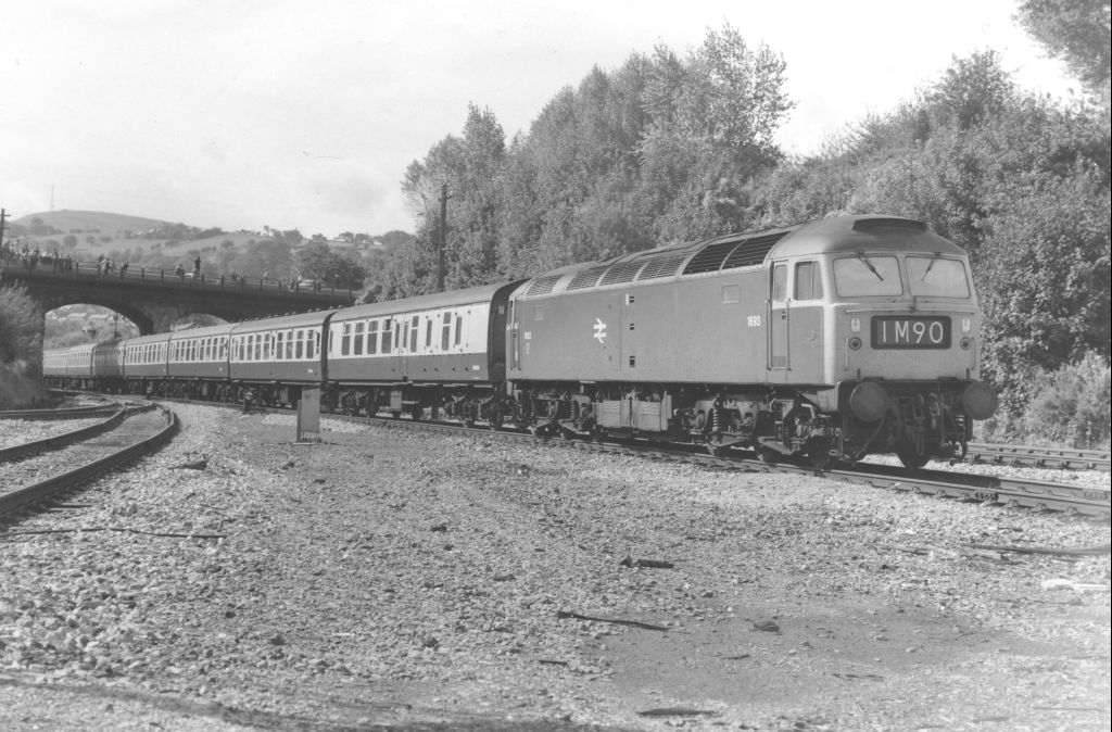 1693 arriving at Pontypool Road (Date Unknown)  (D Canning)