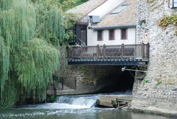 Le Vieux Moulin – produces its own energy with a submerged hydroelectric turbine installed in 1982.