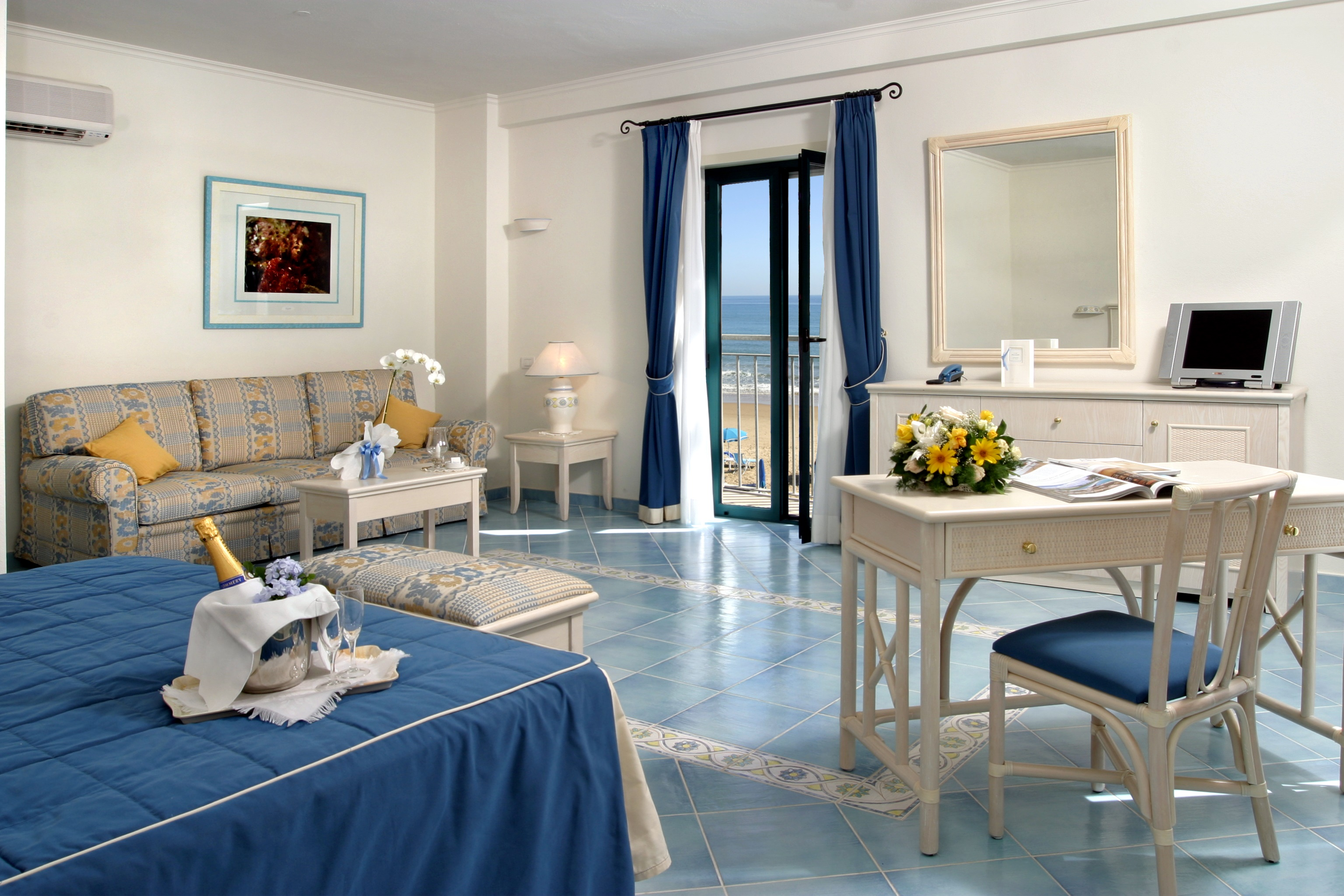 Senior Suite with balcony and sea view
