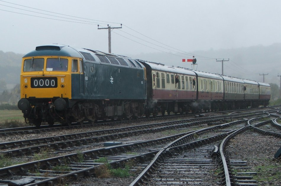 47105 arriving at a wet Toddington 24/10/09