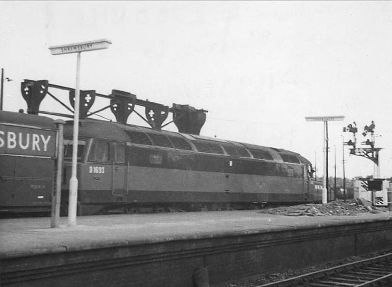 D1693 at Shrewsbury - 15/08/64  (Roger Walker)