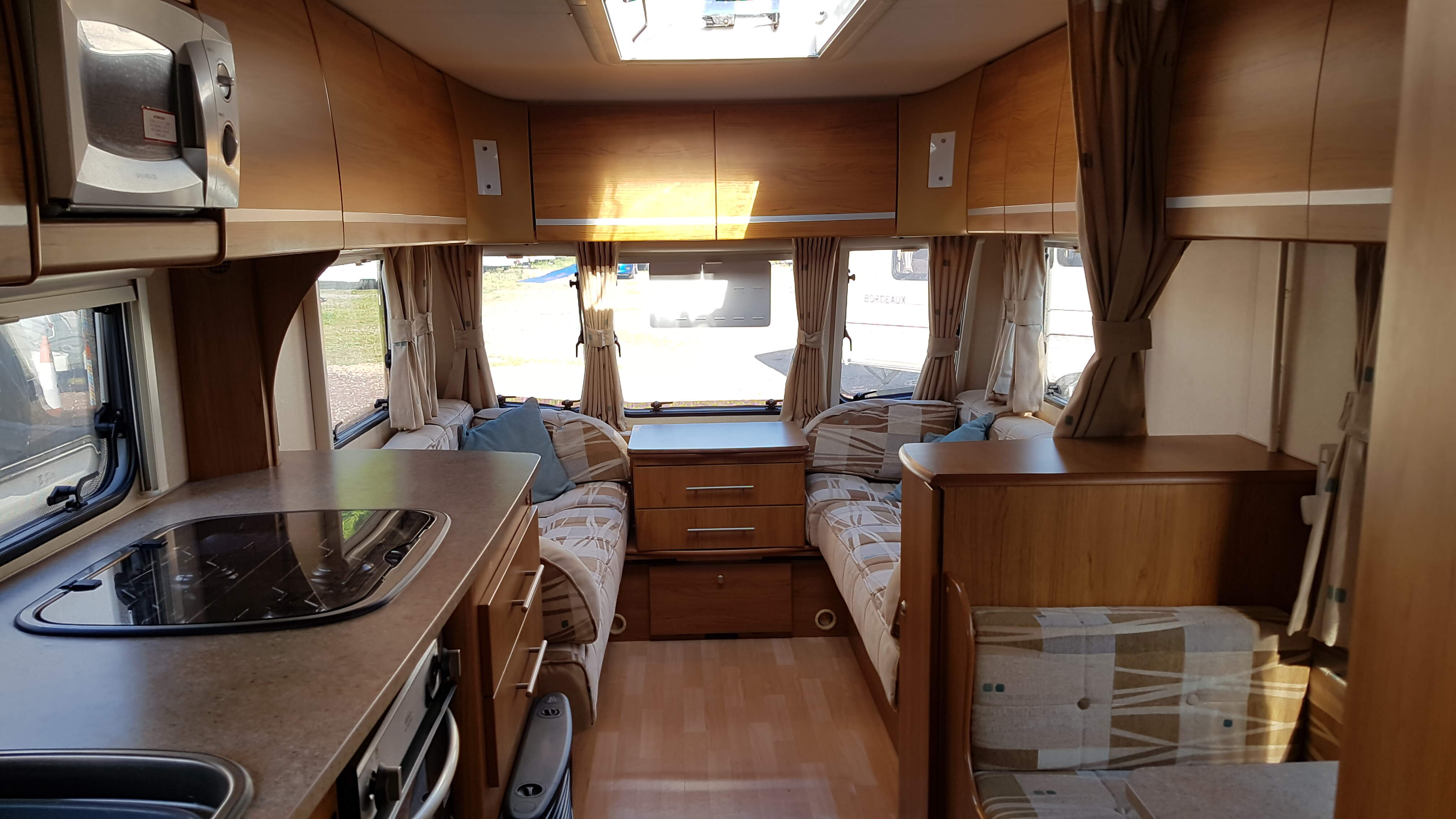 2008 Bailey Pageant Champagne 4 Berth Side Dinette End Washroom Caravan with Motor Mover