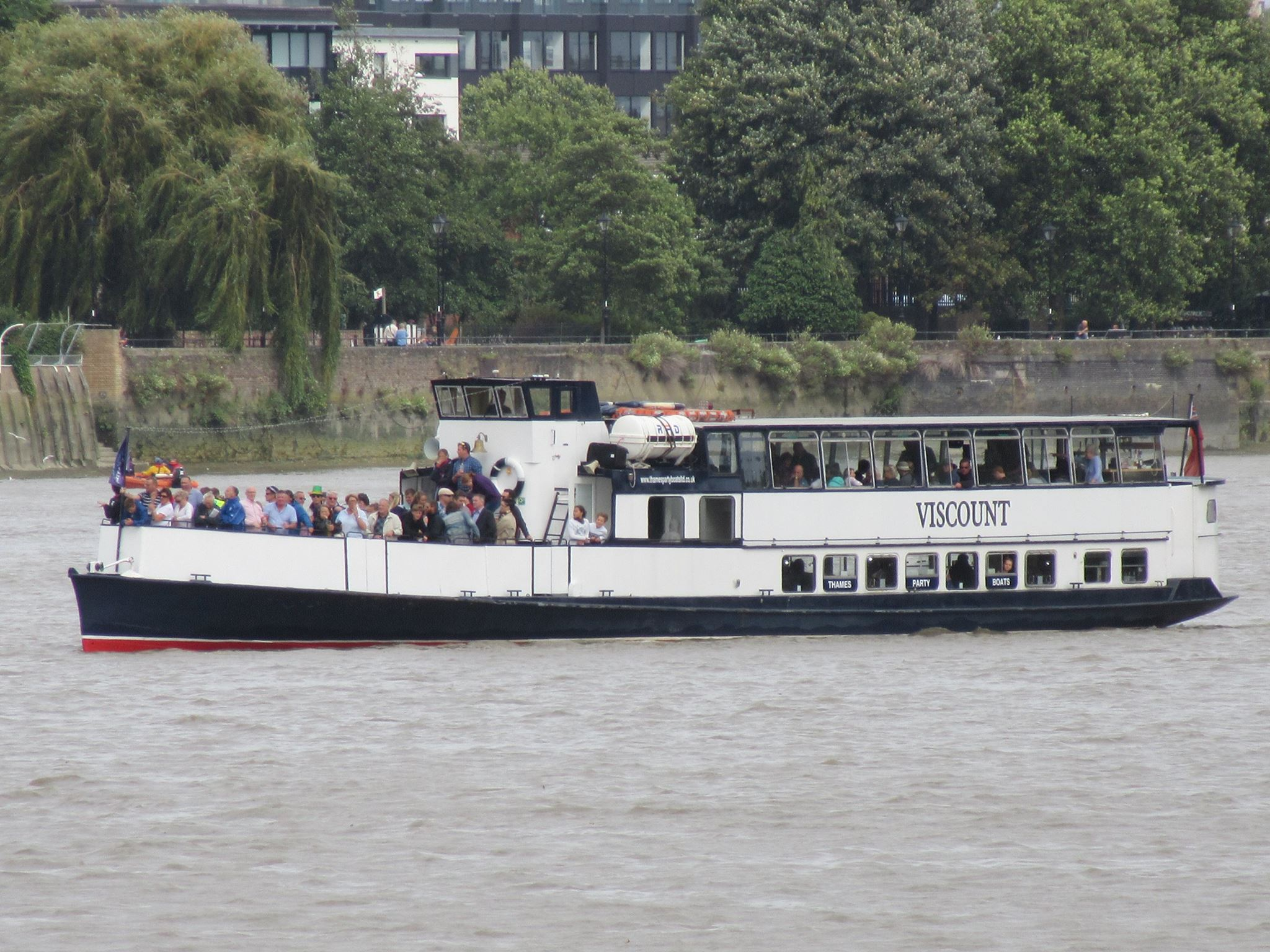 Christmas Boat Party London.Mv Viscount Boat Hire Infomation