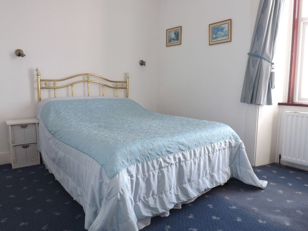 Portpatrick self catering holidays - A double bedroom at Braefield House, Portpatrick