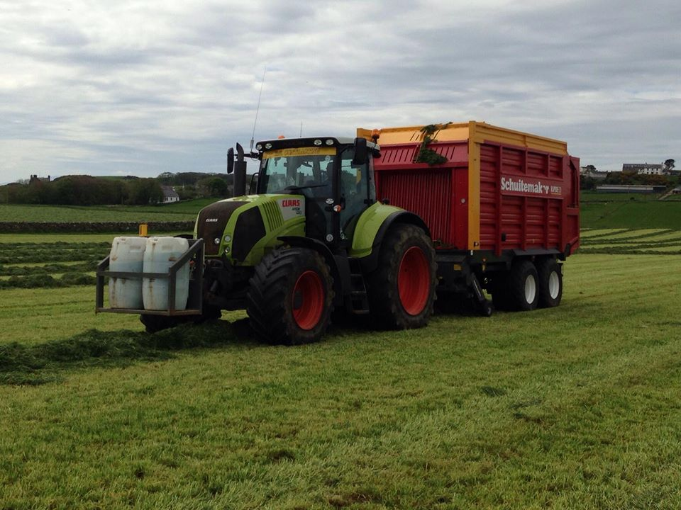 Silage, baling and wrapping, fertiliser spreading - Wigtownshire's farmers can entrust all these jobs to RG Contracting