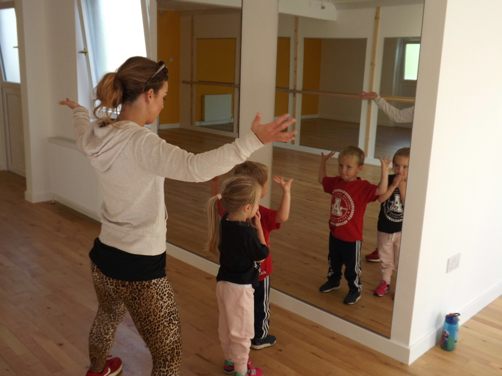 Children's dance classes at
