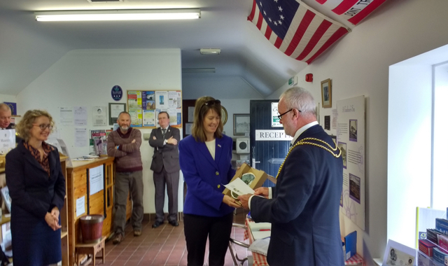 Civic Head of Dumfries and Galloway Council, Ted Thompson presents a gift to Ms Susan Wilson, Principal Officer for the US Consulate General in Edinburgh