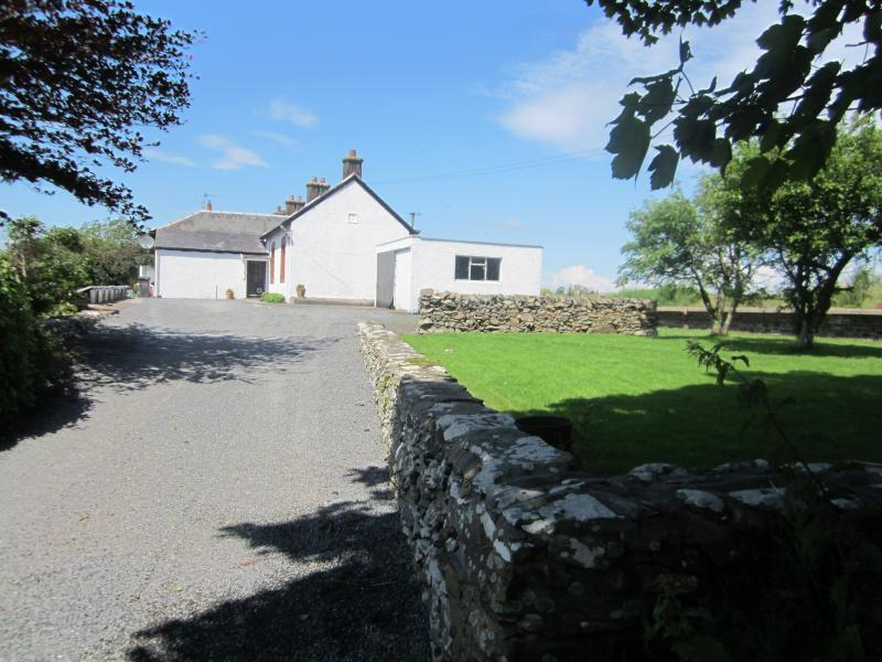 Kilfillan Cottage with its long driveway