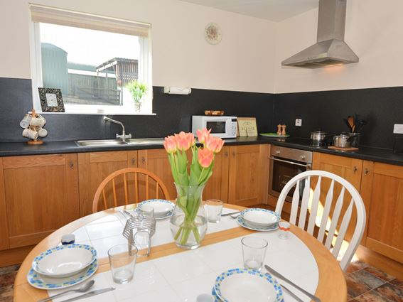 The well equipped dining kitchen of Creeview Holiday Cottage
