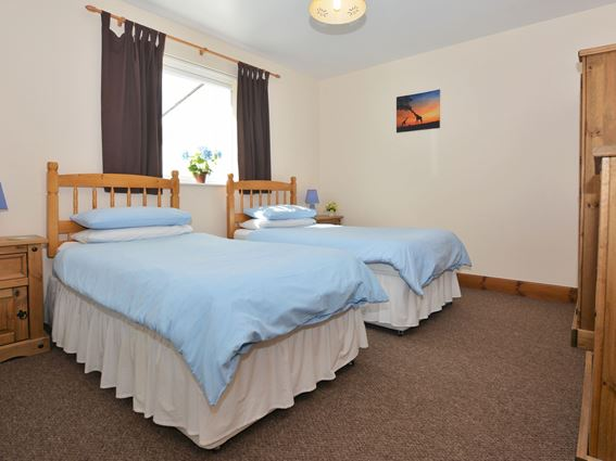 The twin bedroom in Creeview Holiday Cottage near Newton Stewart