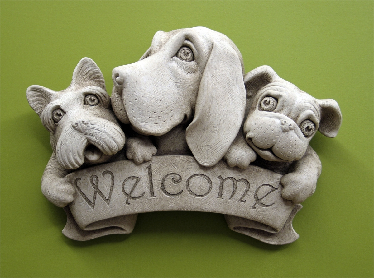 Welcome plaque with 3 dog faces
