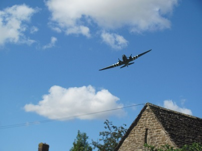 Dakota flypast - coming over