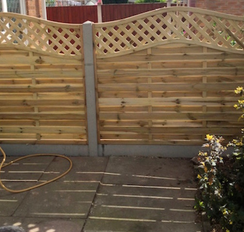 Garden fencing with decorative trellis work top